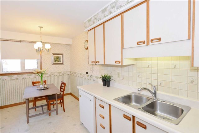 Detached at 47 Northcrest Rd, Toronto, Ontario. Image 19