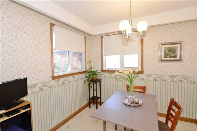 Detached at 47 Northcrest Rd, Toronto, Ontario. Image 20