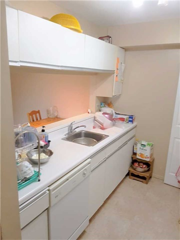 Condo Apartment at 1450 Glen Abbey Gate, Unit 712, Oakville, Ontario. Image 12