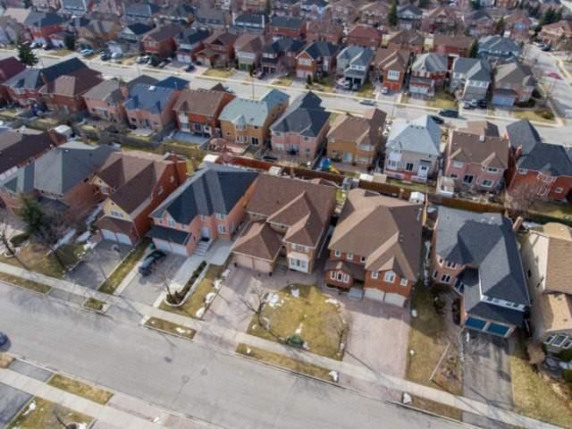 Detached at 31 Red Cedar Cres, Brampton, Ontario. Image 12