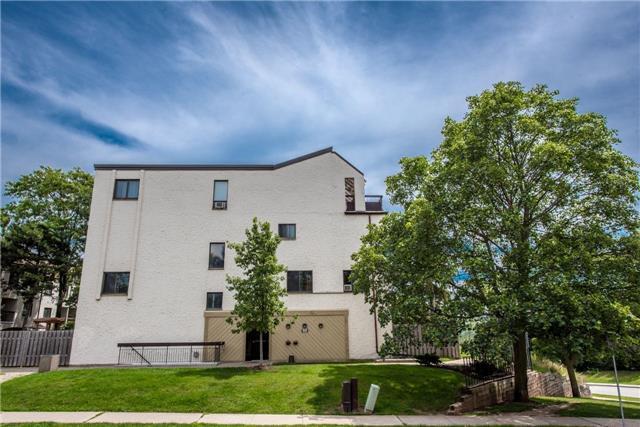 Condo Townhouse at 1008 Falgarwood Dr, Unit 1, Oakville, Ontario. Image 1