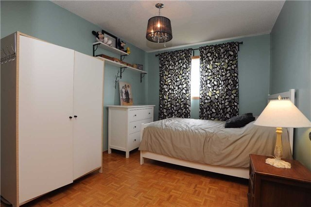 Detached at 37 Cassis Dr, Toronto, Ontario. Image 6