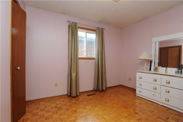 Detached at 37 Cassis Dr, Toronto, Ontario. Image 7