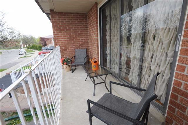 Detached at 37 Cassis Dr, Toronto, Ontario. Image 9