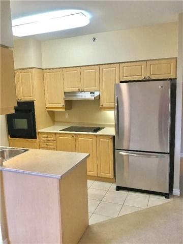 Condo Apartment at 830 Scollard Crt, Unit 305, Mississauga, Ontario. Image 13