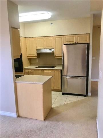 Condo Apartment at 830 Scollard Crt, Unit 305, Mississauga, Ontario. Image 15
