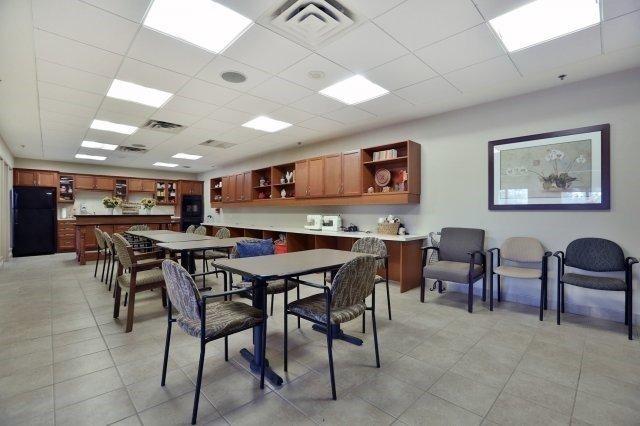 Condo Apartment at 830 Scollard Crt, Unit 305, Mississauga, Ontario. Image 6