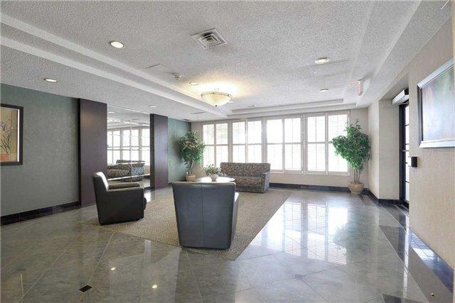 Condo Apartment at 155 Hillcrest Ave, Unit Ph 11, Mississauga, Ontario. Image 12