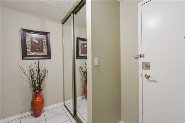 Condo Apartment at 155 Hillcrest Ave, Unit Ph 11, Mississauga, Ontario. Image 14