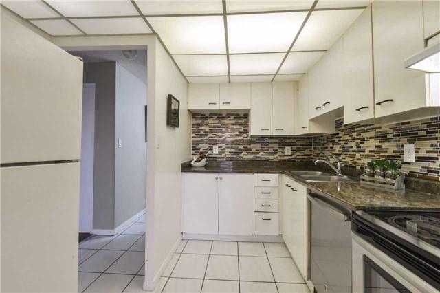 Condo Apartment at 155 Hillcrest Ave, Unit Ph 11, Mississauga, Ontario. Image 19