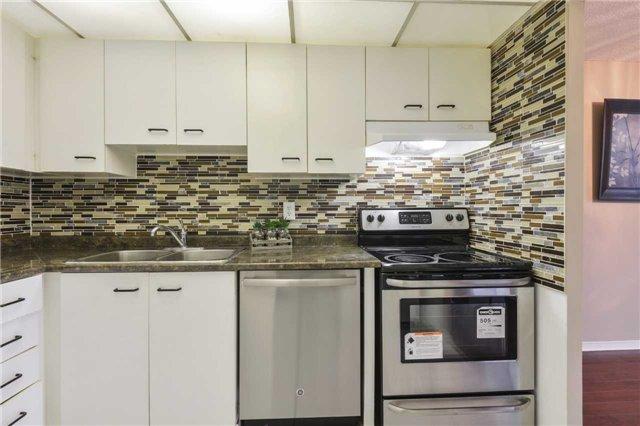 Condo Apartment at 155 Hillcrest Ave, Unit Ph 11, Mississauga, Ontario. Image 20