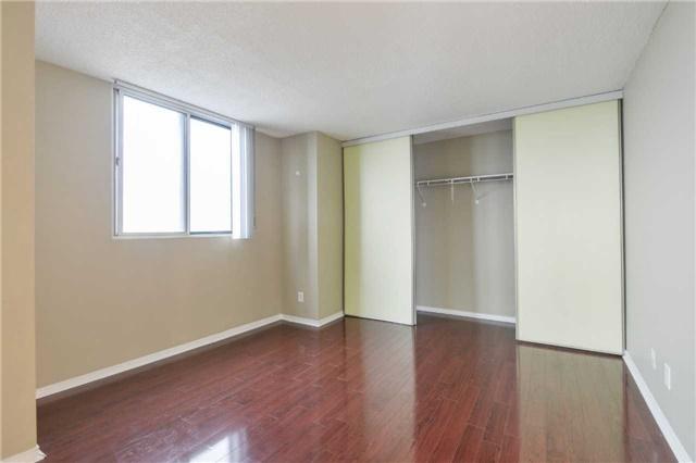 Condo Apartment at 155 Hillcrest Ave, Unit Ph 11, Mississauga, Ontario. Image 3
