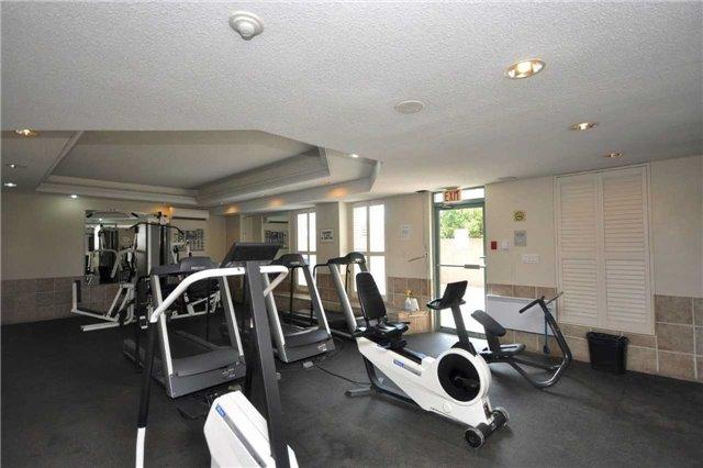 Condo Apartment at 155 Hillcrest Ave, Unit Ph 11, Mississauga, Ontario. Image 8