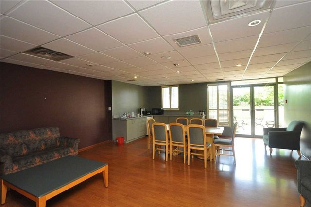 Condo Apartment at 155 Hillcrest Ave, Unit Ph 11, Mississauga, Ontario. Image 10