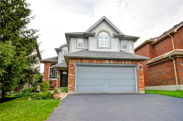 Detached at 32 Buckingham St, Orangeville, Ontario. Image 1