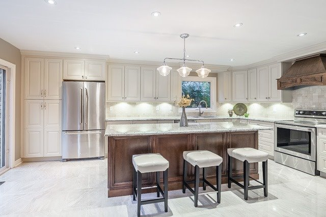 Detached at 1381 Willow Terr, Oakville, Ontario. Image 2