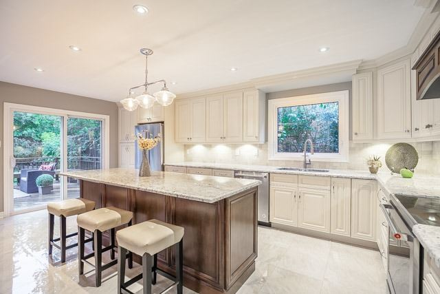 Detached at 1381 Willow Terr, Oakville, Ontario. Image 3