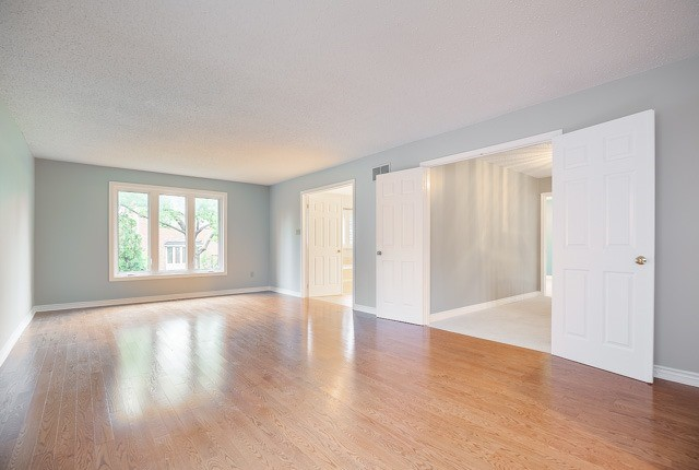 Detached at 1381 Willow Terr, Oakville, Ontario. Image 5