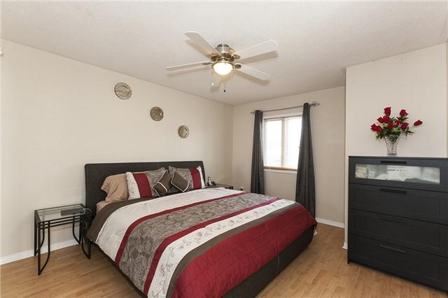 Condo Townhouse at 5910 Greensboro Dr S, Unit 92, Mississauga, Ontario. Image 2