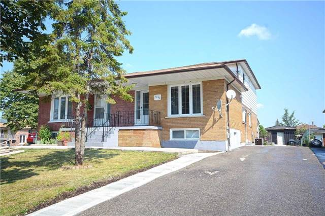 Semi-detached at 3090 Mallbridge Cres, Mississauga, Ontario. Image 11