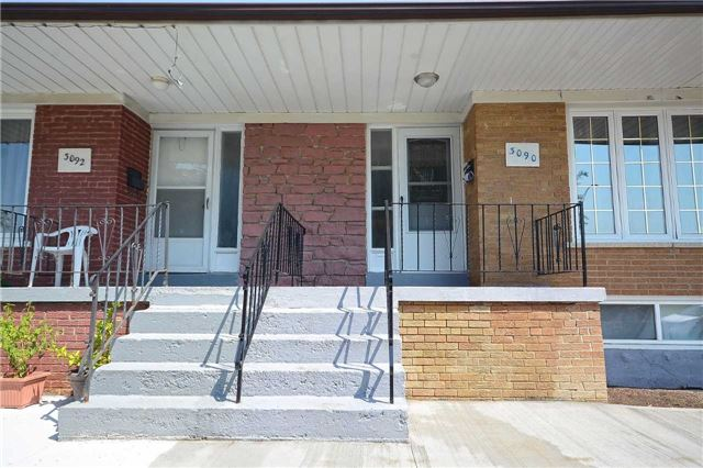 Semi-detached at 3090 Mallbridge Cres, Mississauga, Ontario. Image 12