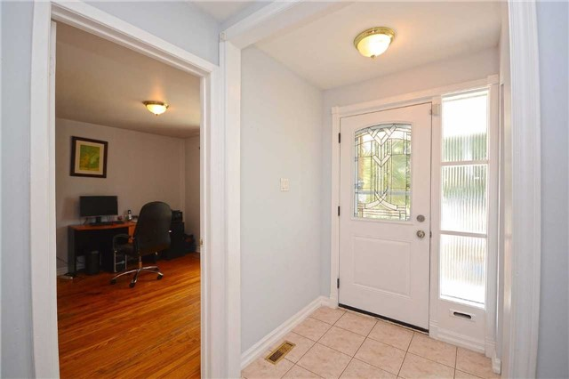 Semi-detached at 3090 Mallbridge Cres, Mississauga, Ontario. Image 13