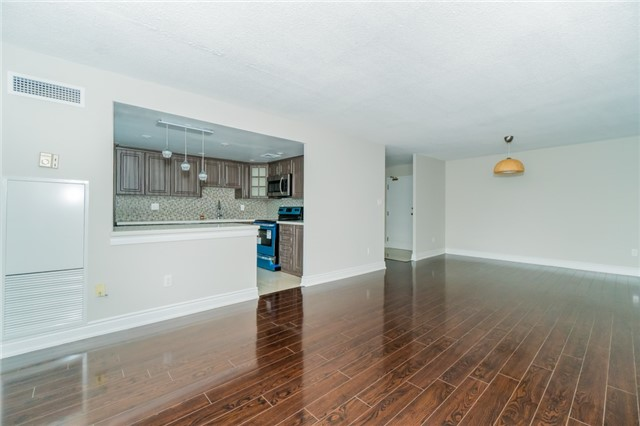 Condo Apartment at 350 Webb Dr, Unit 307, Mississauga, Ontario. Image 15