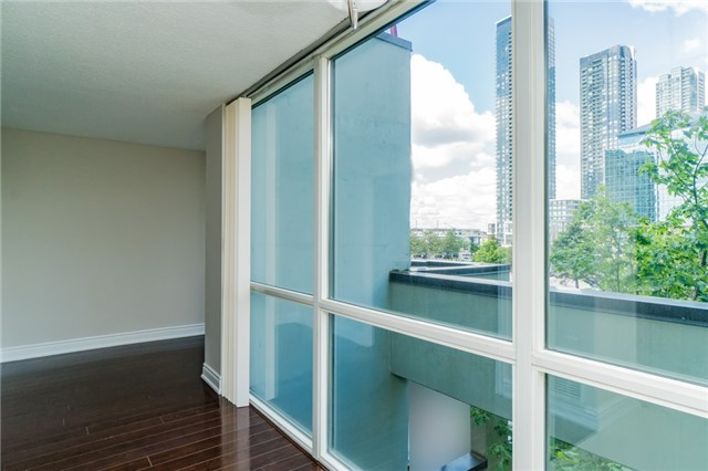 Condo Apartment at 350 Webb Dr, Unit 307, Mississauga, Ontario. Image 19