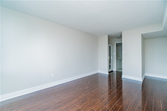 Condo Apartment at 350 Webb Dr, Unit 307, Mississauga, Ontario. Image 3