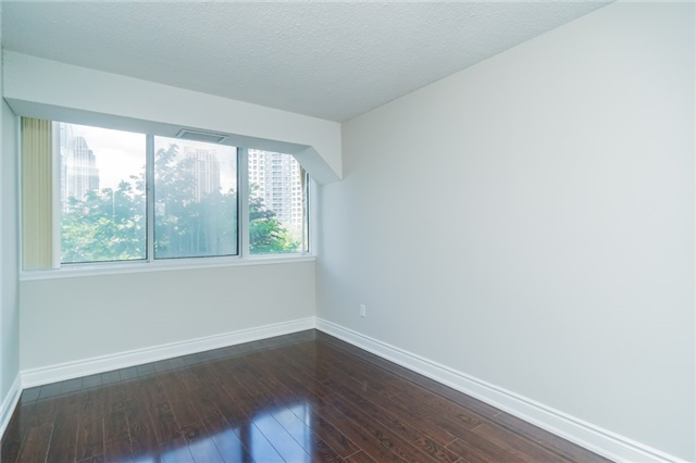 Condo Apartment at 350 Webb Dr, Unit 307, Mississauga, Ontario. Image 6
