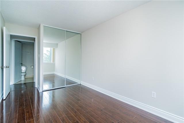Condo Apartment at 350 Webb Dr, Unit 307, Mississauga, Ontario. Image 7