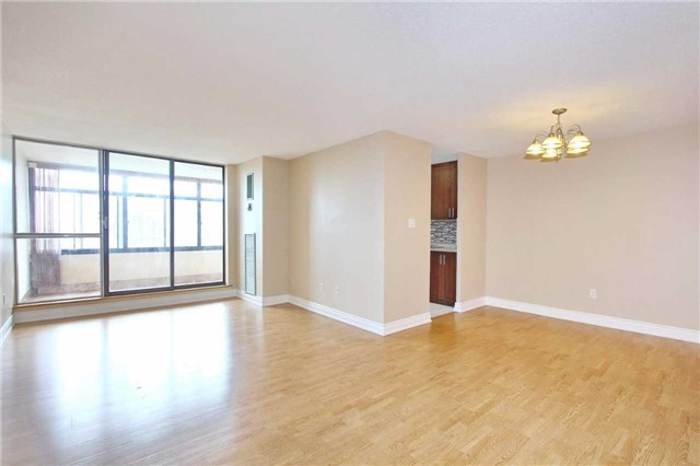 Condo Apartment at 25 Kensington Rd, Unit 1103, Brampton, Ontario. Image 11