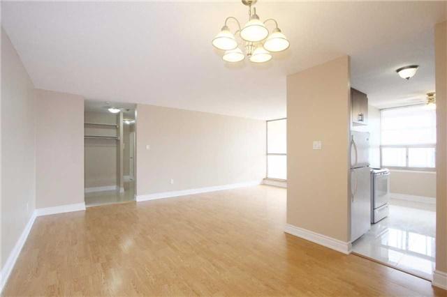 Condo Apartment at 25 Kensington Rd, Unit 1103, Brampton, Ontario. Image 12