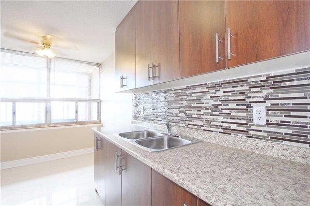 Condo Apartment at 25 Kensington Rd, Unit 1103, Brampton, Ontario. Image 13