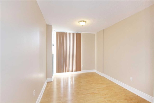 Condo Apartment at 25 Kensington Rd, Unit 1103, Brampton, Ontario. Image 15