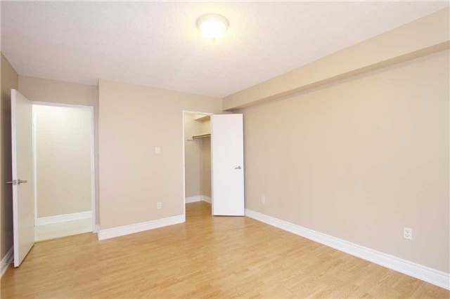 Condo Apartment at 25 Kensington Rd, Unit 1103, Brampton, Ontario. Image 2
