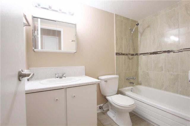 Condo Apartment at 25 Kensington Rd, Unit 1103, Brampton, Ontario. Image 3