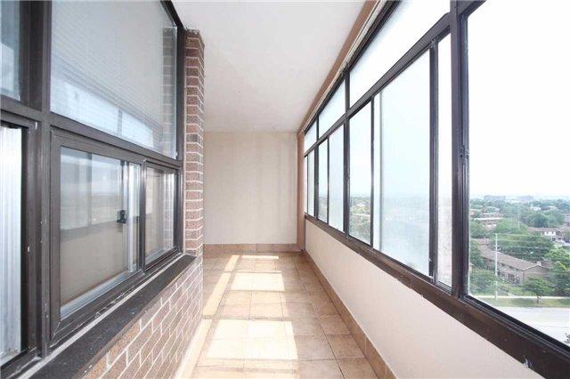 Condo Apartment at 25 Kensington Rd, Unit 1103, Brampton, Ontario. Image 4