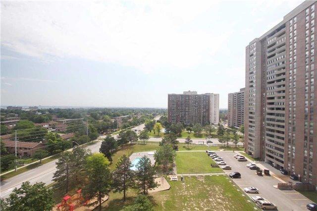 Condo Apartment at 25 Kensington Rd, Unit 1103, Brampton, Ontario. Image 5