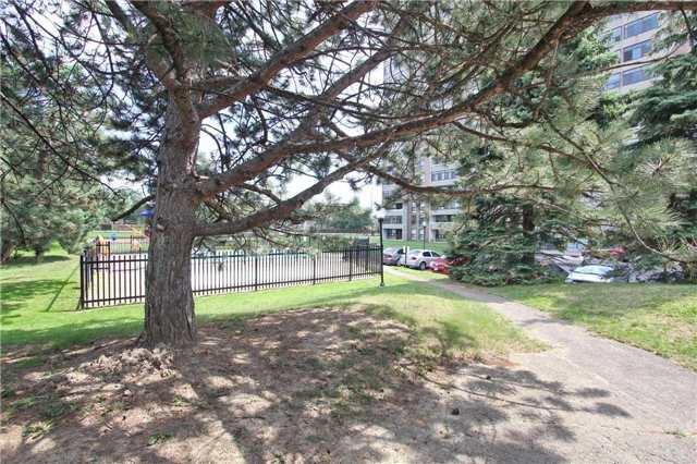 Condo Apartment at 25 Kensington Rd, Unit 1103, Brampton, Ontario. Image 6