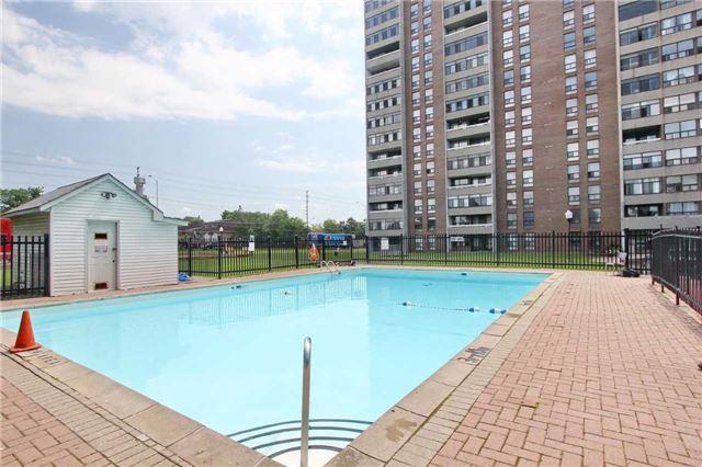 Condo Apartment at 25 Kensington Rd, Unit 1103, Brampton, Ontario. Image 9