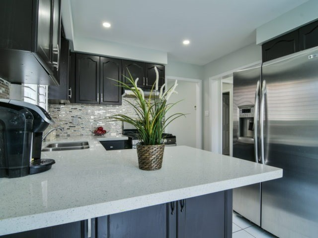 Link at 4611 Penhallow Rd, Mississauga, Ontario. Image 3
