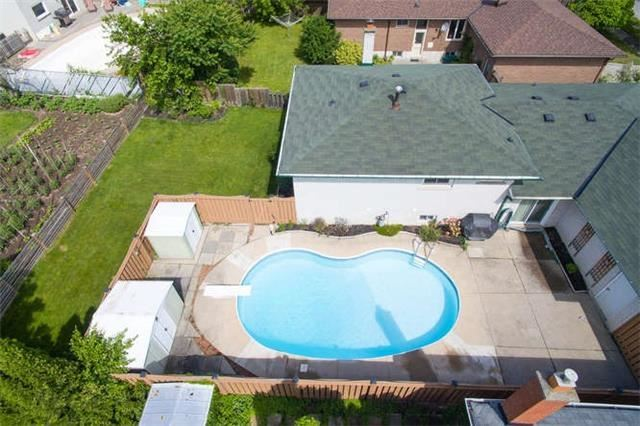 Detached at 2422 Del Fiore Dr, Mississauga, Ontario. Image 9