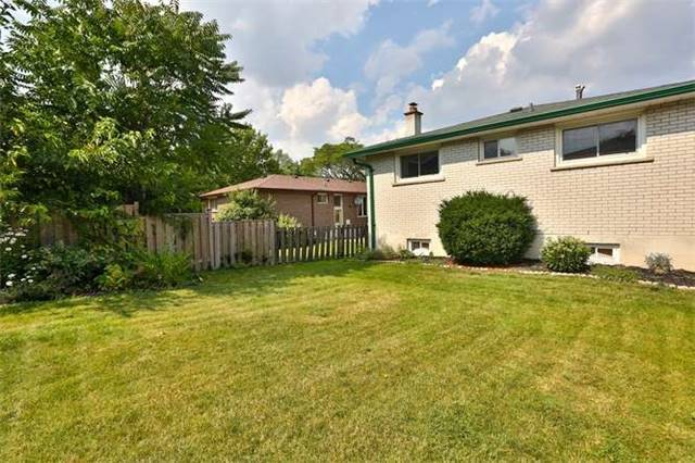 Detached at 2422 Del Fiore Dr, Mississauga, Ontario. Image 11
