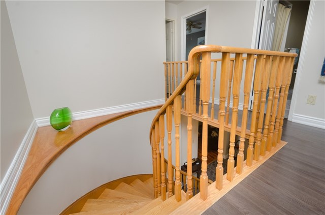 Townhouse at 5035 Mariner Crt, Mississauga, Ontario. Image 3