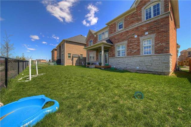 Detached at 69 North Park Blvd, Oakville, Ontario. Image 11