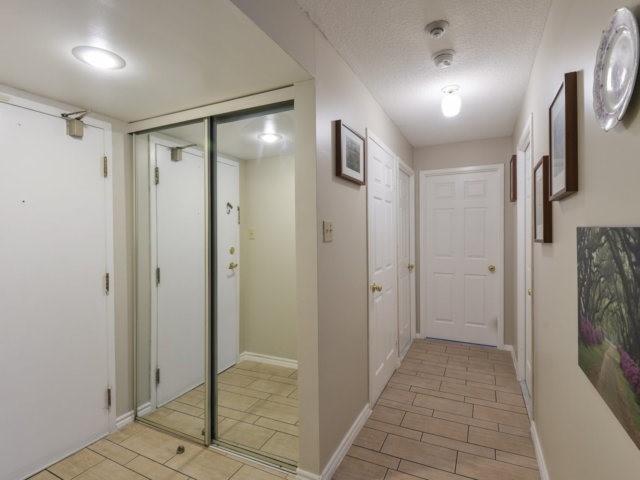 Condo Apartment at 2091 Hurontario St, Unit 206, Mississauga, Ontario. Image 13