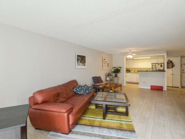 Condo Apartment at 2091 Hurontario St, Unit 206, Mississauga, Ontario. Image 15
