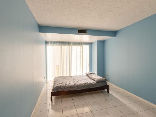 Condo Apartment at 2091 Hurontario St, Unit 206, Mississauga, Ontario. Image 17