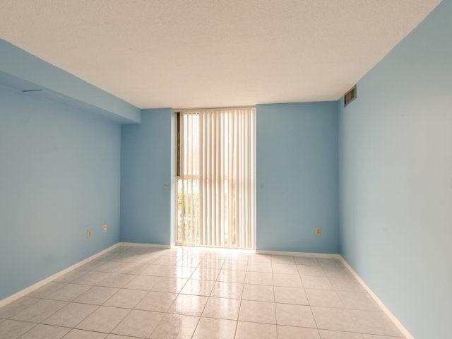 Condo Apartment at 2091 Hurontario St, Unit 206, Mississauga, Ontario. Image 18